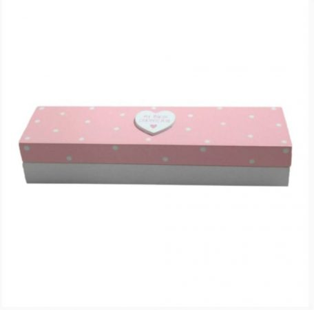 Rózsaszín, pöttyös anyakönyvtartó doboz