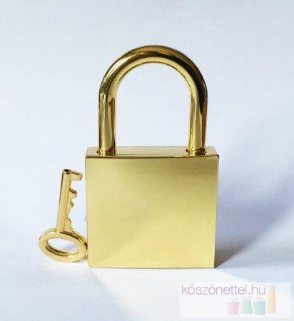 Négyzet alakú szerelemlakat - arany metál