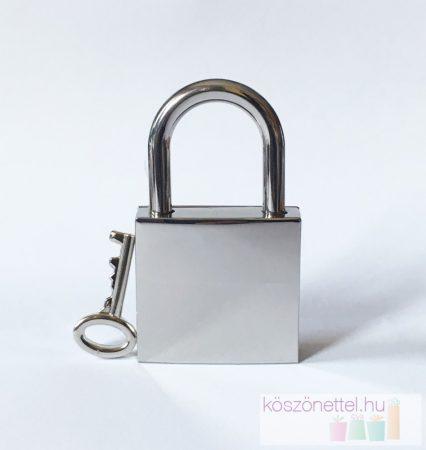 Négyzet alakú szerelemlakat - ezüst metál