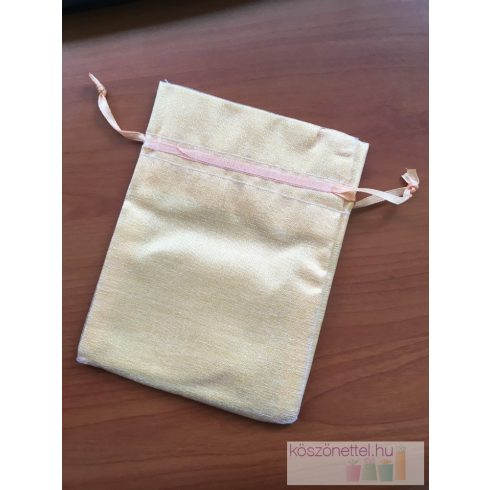 Aranyszínű szatén csomagoló szalaggal 13*9 cm (utolsó 32 db)