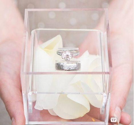 Akril gyűrűtartó doboz