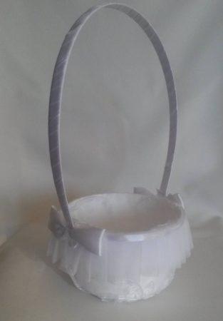 Sziromszóró kosár szatén masnival fehér
