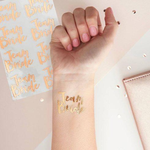 Team Bride - arany színű leszedhető tetoválás lánybúcsúra (16 db-os csomag)