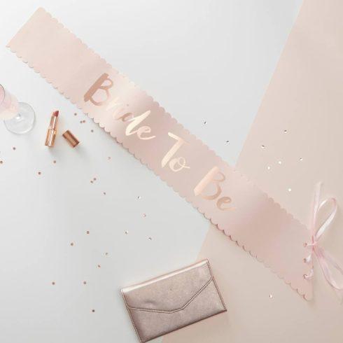 """""""Bride to be"""" rózsaszínű vállszalag arany színű felirattal (Team Bride kollekció)"""