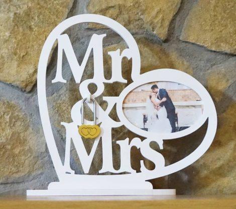 Mr & Mrs fényképes asztali dísz esküvői lakatceremóniára duplaszív lakattal