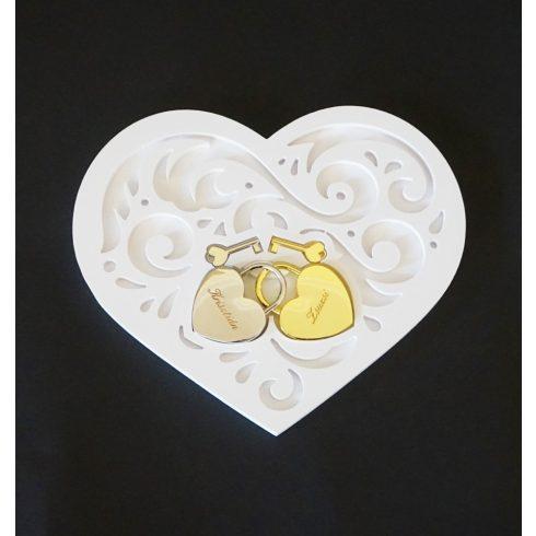 Díszes szív alakú lakattartó tálca (lakat nélkül)