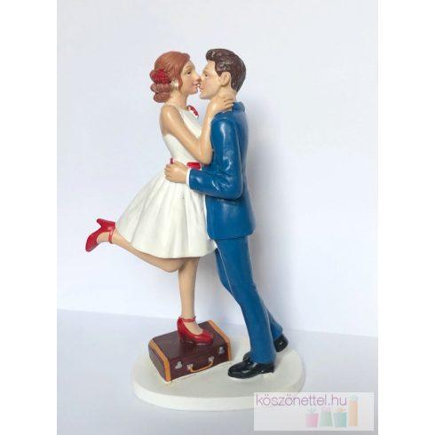 """""""Csók, Indulunk!"""" esküvői tortadísz"""