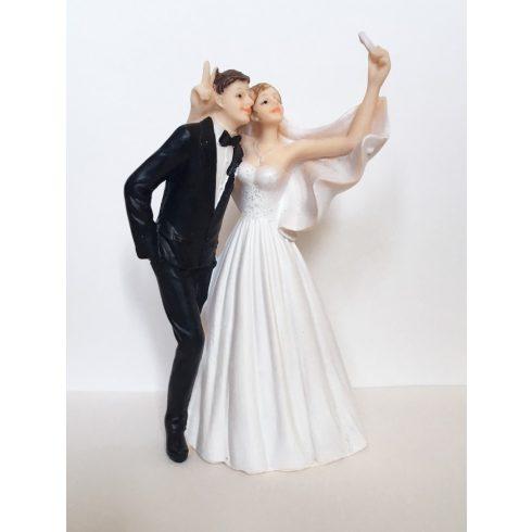 """""""Szelfi"""" esküvői tortadísz"""