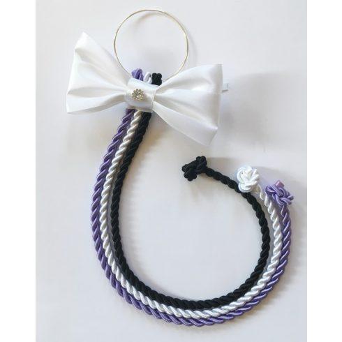 Selyemfényű kötelek karikára fűzve választható dísszel (lila-fehér-fekete)