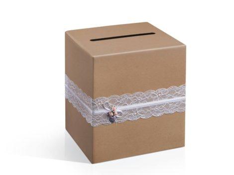 Rusztikus stílusú nászajándék gyűjtő doboz csipkével és szívfüggővel