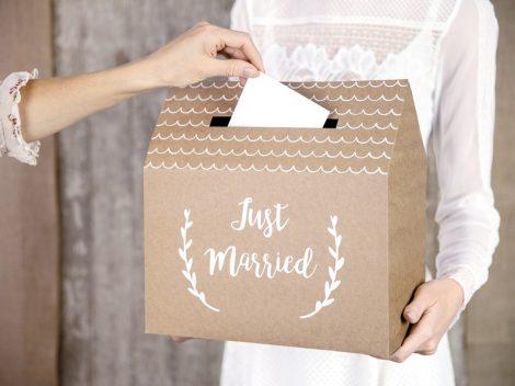 Házikó alakú nászajándékgyűjtő / jókívánság doboz