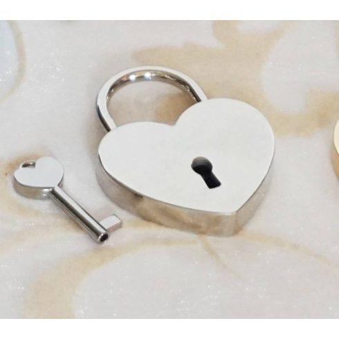 Szív alakú szerelemlakat - ezüst színű