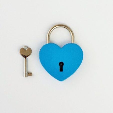 Szív alakú szerelemlakat - világoskék