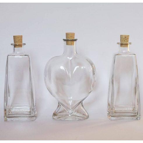 Szív üveg szögletes palackokkal homok szertartásra