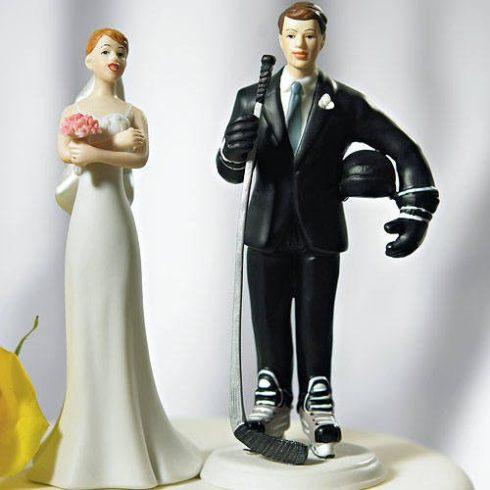 Jéghokis vőlegény, várakozó menyasszony