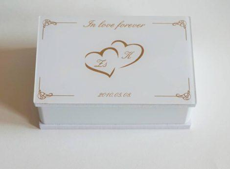 Egyedileg feliratozott lakattartó doboz (négyzet vagy szív alakú lakatokhoz)